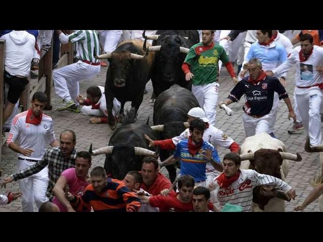 Pamplona, due incornati nel quarto 'encierro' - Video