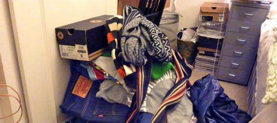 C'è uno shampoo secco che 'lava e stira' i mucchi di vestiti accumulati sulla sedia