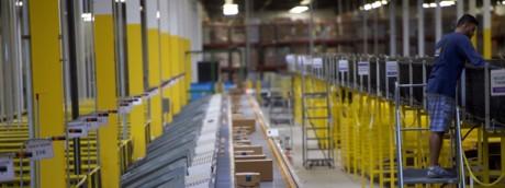 Amazon aumenta salario ingresso dipendenti logistica