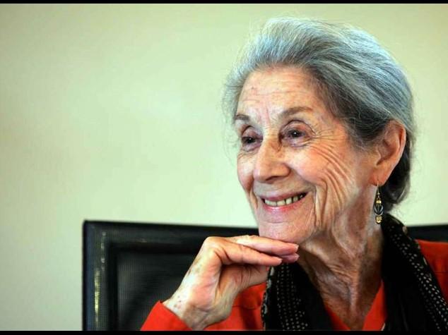 Addio a Nadine Gordimer, penna anti-apartheid
