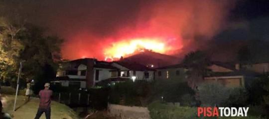 pisa incendio monte serra evacuazione calci