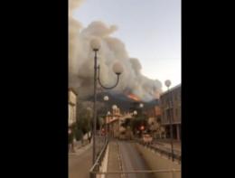 La cittadina di Calci minacciata dal rogo del Monte Serra