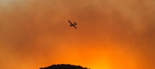 Rogo nel Pisano: il vento non dà tregua, ma gli aerei tornano in azione