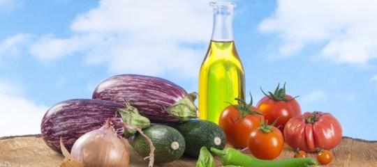 La dieta mediterranea aiuta a combattere la depressione. Un rapporto