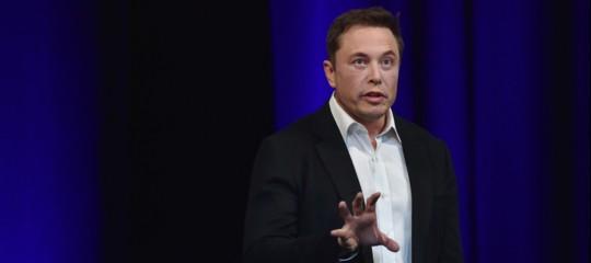 Tesla:Muskaccusato di frode dalla Sec, il titolo crolla in Borsa