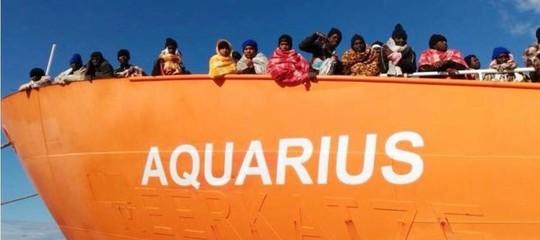 Migranti: a Malta i 58 di Aquarius, con loro anche un cane