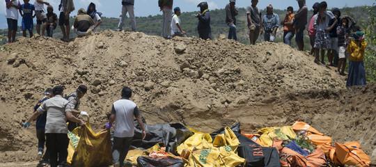 Indonesia: scavata una fossa comune per oltre 1.000 corpi