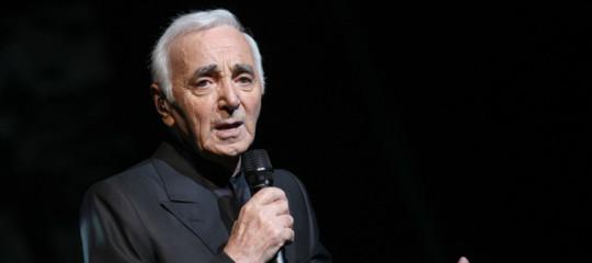 È morto CharlesAznavour, indimenticabile cantante e autore francese. Aveva 94 anni