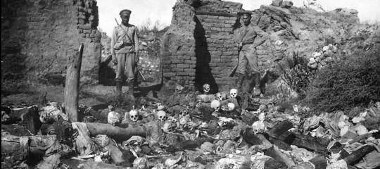 Aznavoure la sua Armenia. Storia breve di un amore doloroso e mai tradito