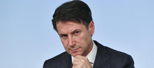 Il governo non arretra sul deficit ma Conte cambia i toni (e forse un po' anche la sostanza)
