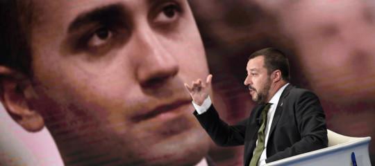 Di Maio e Salvini serrano le file e spiegano perché si tratta di una manovra coraggiosa