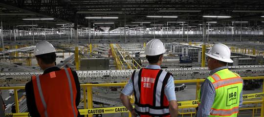 Amazonha aumentato i salari in Usa e Gran Bretagna. Cosa succede in Italia