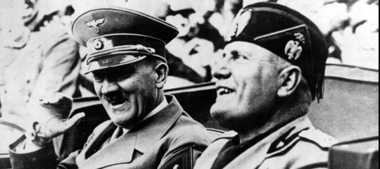 """E Mussolinigridò: """"C'è solo la razza ariana"""""""