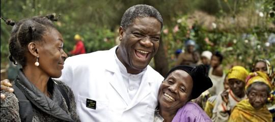 Il medico che 'ripara' le donne vittime di stupro. Breve storia diDenisMukwege