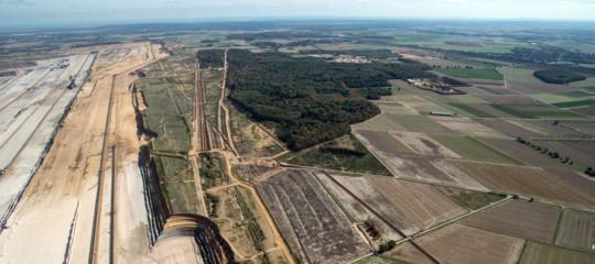 La foresta diHambachnon verrà più abbattuta. Migliaia di tedeschi esultano