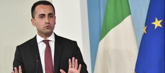 Non ci sarà né un rimpasto di governo, né l'uscita dall'euro, assicura Di Maio al Corriere