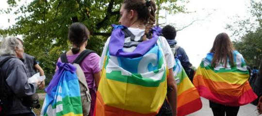 Marcia della pace: la Perugia-Assisi partita sotto la pioggia, tanti i giovani presenti