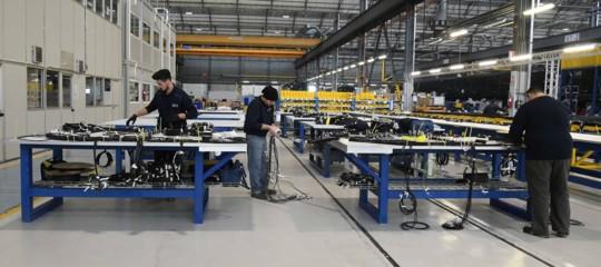 Industria:Istat, produzione +1,7% ad agosto, -0,8% su anno