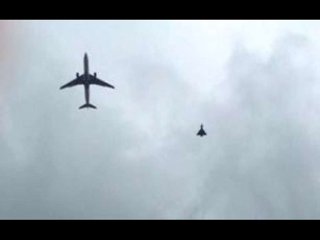Aereo Da Caccia Russo : Aereo di linea sfiora caccia russo paura sul volo