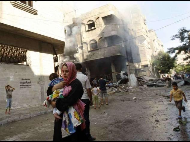 Gaza, bilancio vittime sale a 135 Uccisi 2 nipoti leader Hamas