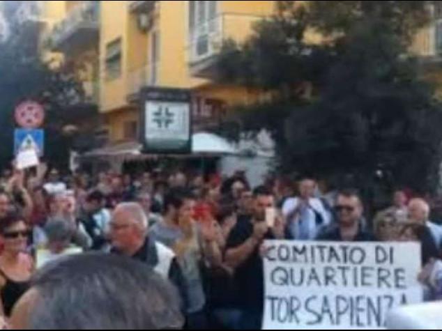 Marino contestato a Tor Sapienza Lui, 'servono decoro e sicurezza'