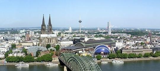 """Germania, spari alla stazione di Colonia: """"Ci sono ostaggi"""""""