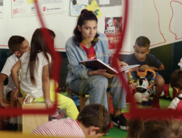 Elisa nuova testimonial della campagna di Save The Children