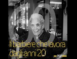 Il barbiere napoletano che lavora dagli anni '20 (ha 107 anni)