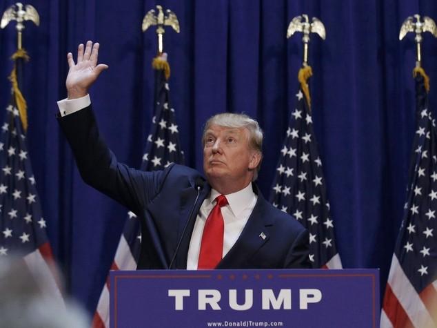 """Usa 2016: Donald Trump si candida, """"serve un grande leader"""""""