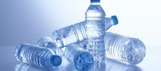 Quanto vale la passione degli italiani per l'acqua minerale in bottiglia