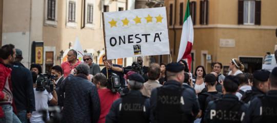 L'ombra del condono sulla manifestazione romana delM5s