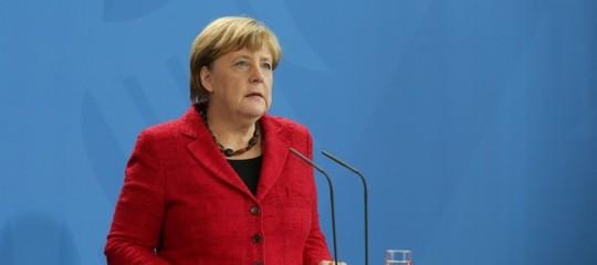 "Merkelattacca isovranisti: ""Sono portatori di violenza"""