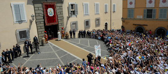 Castel Gandolfo, il paese che ringrazia il Papa per averlo 'messo in ginocchio'