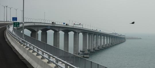 Cina: XiJinpingha inaugurato il ponte che collega Hong-Kong eZhuhai. È il più lungo del mondo