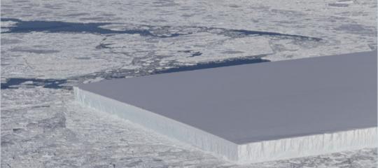 La meravigliosa normalità di un iceberg perfettamente rettangolare