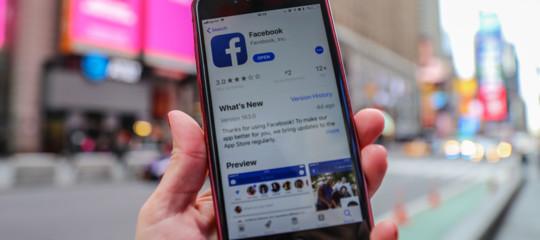 Facebook: multa da 500.000 sterline a Londra per CambridgeAnalytica