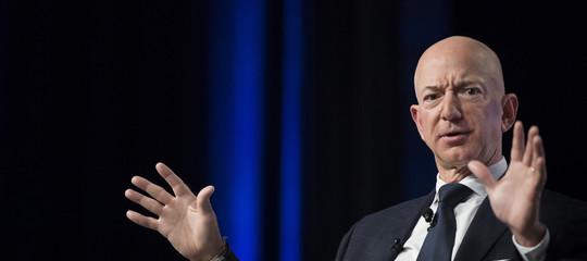 JeffBezosha bruciato 32 miliardi in un mese, ma rimane l'uomo più ricco delmondo