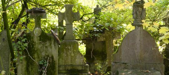 Il caso del cimitero monzese con le tombe troppo piccole