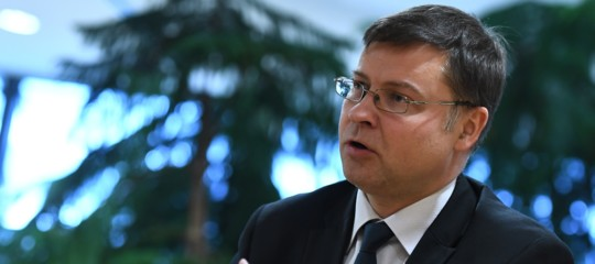 Dombrovskismanovra aggiustamenti