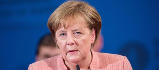 Davvero il 40% dei tedeschi è favorevole al ritorno di un regime autoritario? Uno studio