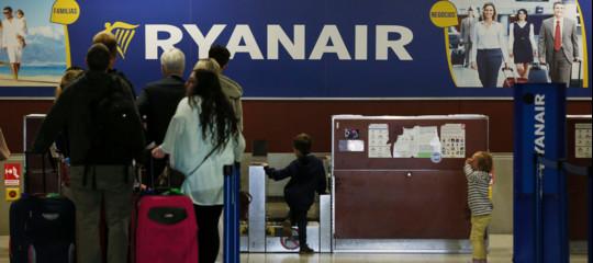 RyanaireWizzAir stanno continuando a far pagare il supplemento per i bagagli a mano