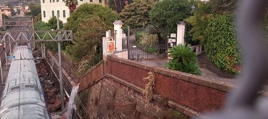 Maltempo: una frana svia un treno regionale a Santa Margherita, nessun ferito