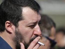 """Salvini ha ripreso a fumare: """"Smetteròil prima possibile"""""""