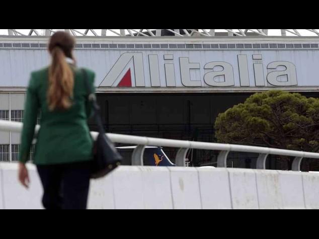 Alitalia-government-unions resume negotiations after break