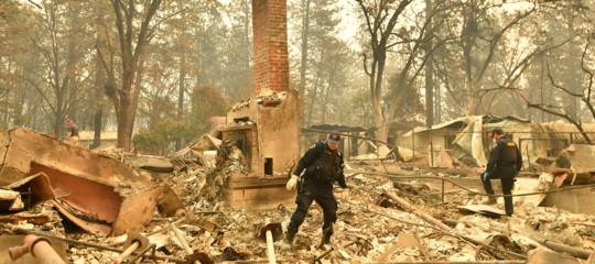 Record di vittime negli incendi in California, i morti sono 42