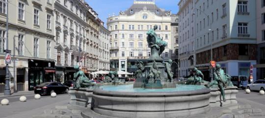 A Vienna abbattono edifici storici per far posto a un grattacielo