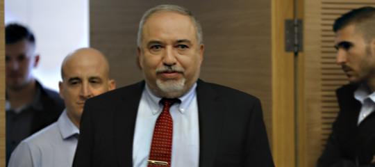 tregua israele hamas ministro si dimette