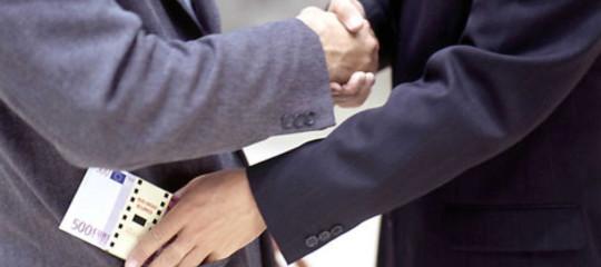 Anticorruzione: ok dalla commissione al Daspo a vita per i corrotti