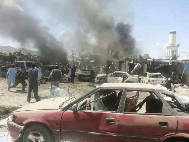 Afghanistan: kamikaze talebano contro convoglio Nato, 3 morti