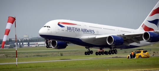 Il vicino è troppo grasso, passeggero fa causa alla BritishAirways